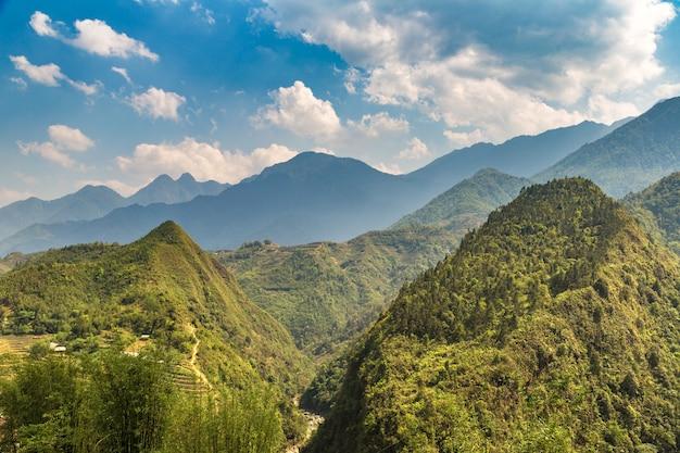 Vue panoramique de la rizière en terrasses à sapa, lao cai, vietnam