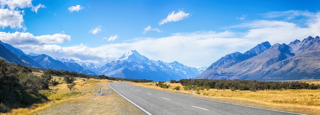 Vue panoramique, de, route, menant à, monter, cuisiner, parc national, île sud, nouvelle zélande, concept de destinations de voyage