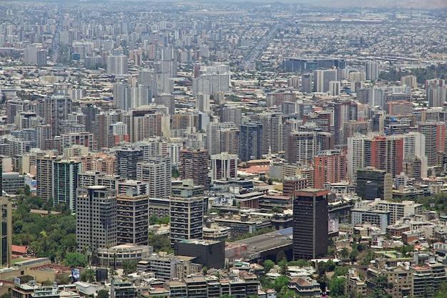 Vue panoramique de santiago de la colline de san cristobal, chili
