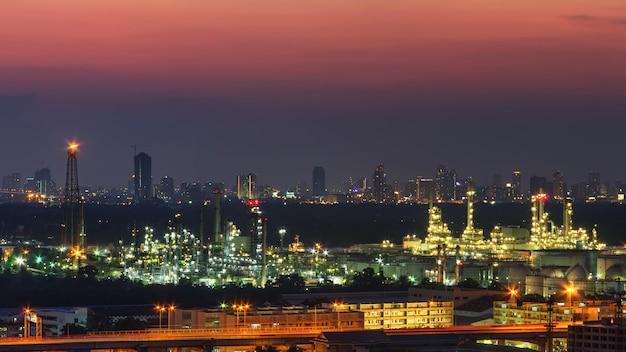 Vue panoramique de l'usine de raffinerie de pétrole