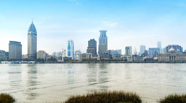 Vue panoramique de la ville de bund dans le quartier de huangpu, shanghai