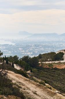 Vue panoramique de la ville de calpe en espagne.