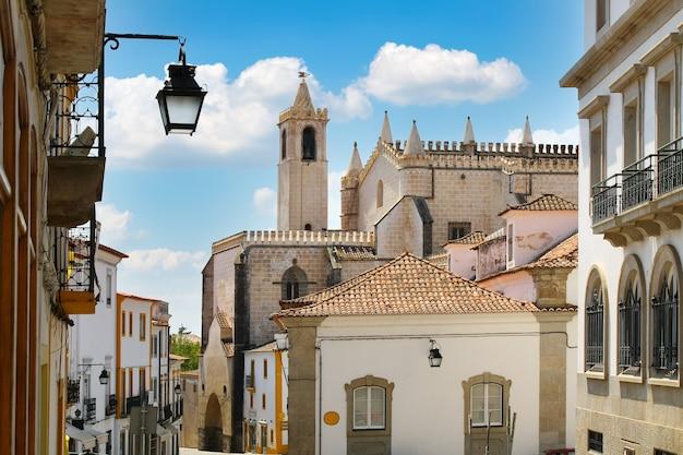 Vue panoramique sur la ville d'evora au portugal, site du patrimoine mondial.