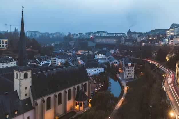 Vue panoramique de la ville de luxembourg au crépuscule