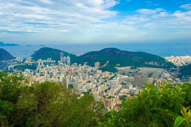 Vue panoramique sur la ville de rio de janeiro en été.