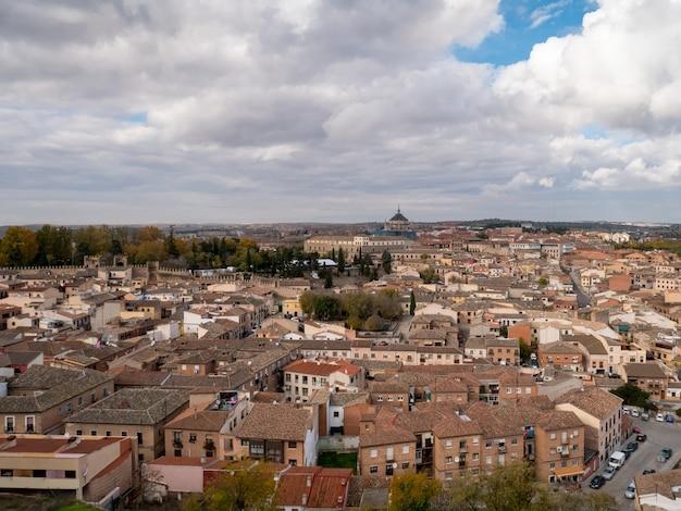 Vue panoramique de la ville de tolède en espagne.