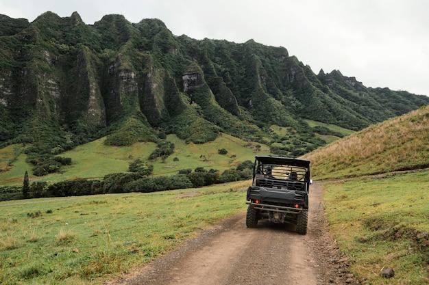 Vue panoramique de la voiture jeep à hawaii