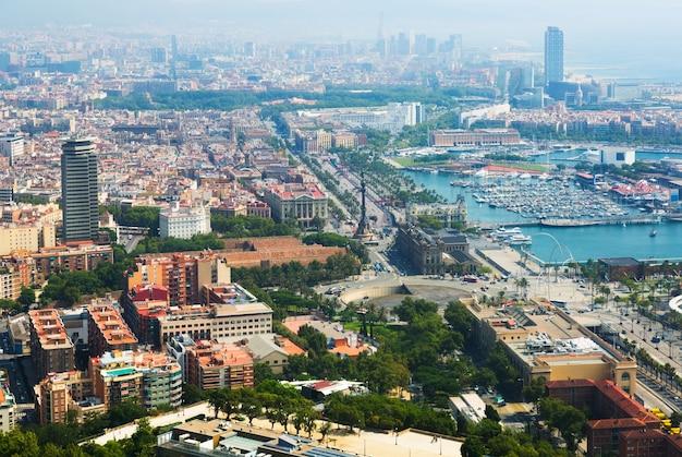 Vue de la partie balnéaire de barcelone depuis l'hélicoptère
