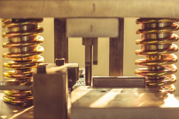 Vue partielle de la machine dorée