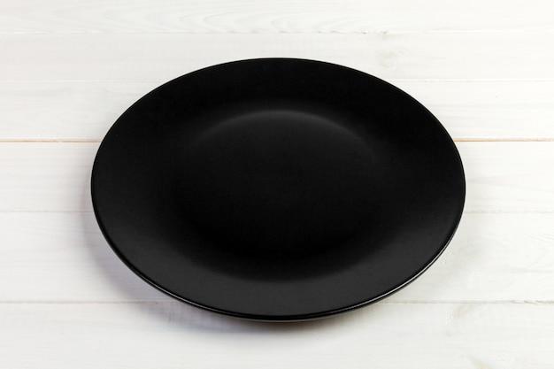 Vue de perspective. assiette vide noire mate