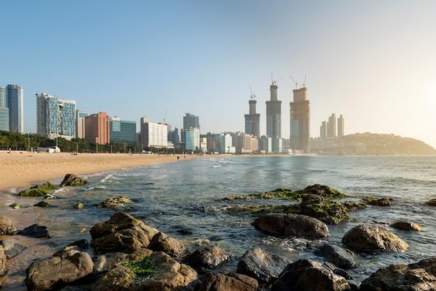 Vue de la plage de haeundae. la plage de haeundae est la plage la plus populaire de busan en corée du sud.