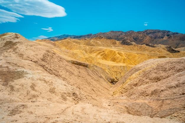 Vue sur le point de vue de zabriskie point dans la vallée de la mort, en californie. états unis
