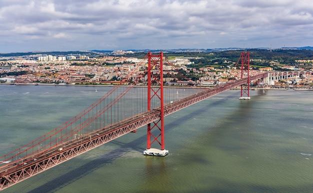 Vue sur le pont 25 de abril - lisbonne, portugal