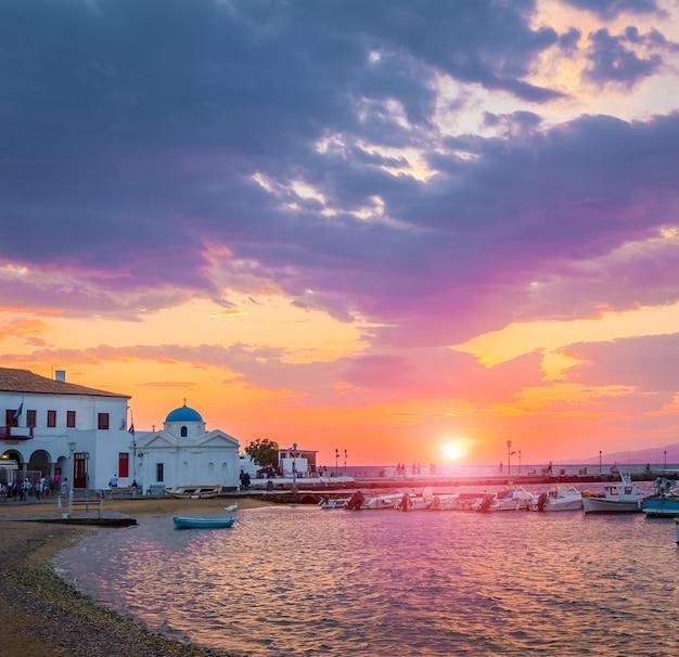 Vue sur le quai de mykonos