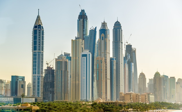 Vue sur le quartier de jumeirah à dubaï, émirats arabes unis