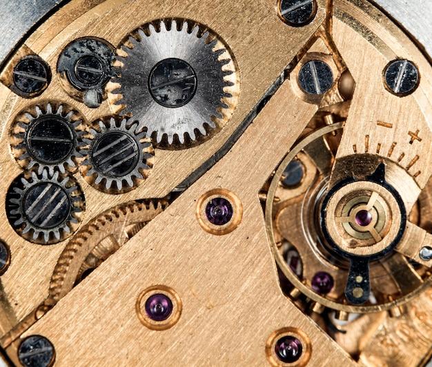 Vue rapprochée de l'ancien mécanisme d'horloge avec engrenages et pignons pour votre macro de conception d'entreprise réussie