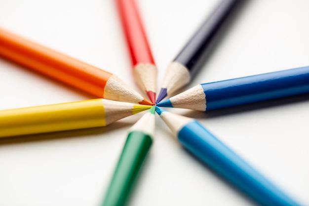 Vue rapprochée de crayons colorés