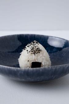 Vue rapprochée de délicieuses boulettes de riz