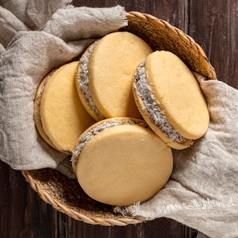 Vue rapprochée de délicieux biscuits alfajores