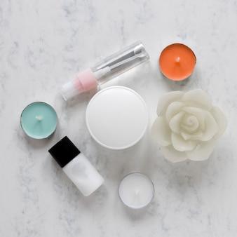 Vue rapprochée du concept de bain sur table en marbre