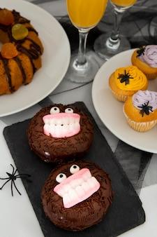 Vue rapprochée du concept de beignets d'halloween
