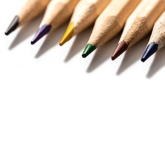 Vue rapprochée du concept de crayons colorés