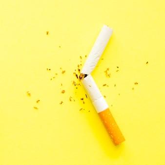 Vue rapprochée du cône de mauvaise habitude de cigarette