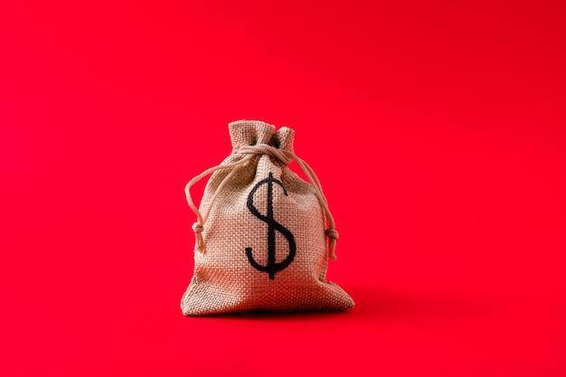 Vue rapprochée du paiement du taux d'intérêt de la gestion des finances du sac d'argent