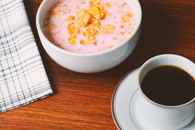 Vue rapprochée du petit déjeuner continental