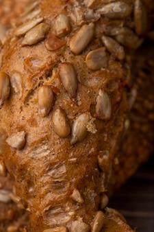 Vue rapprochée des graines de tournesol sur bagel