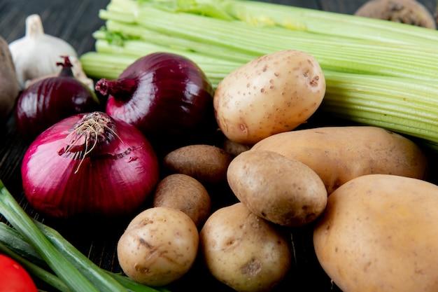 Vue rapprochée de légumes comme oignon échalote de céleri de pomme de terre