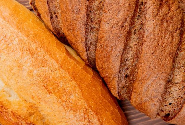 Vue rapprochée de pains comme baguette vietnamienne et pain noir