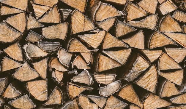 Vue rapprochée d'une pile de bois de chauffage
