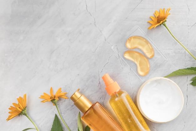 Vue rapprochée des produits cosmétiques pour le corps avec espace de copie