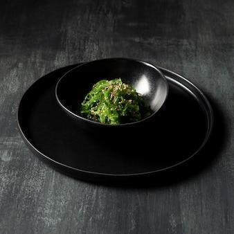Vue rapprochée de la salade d'algues