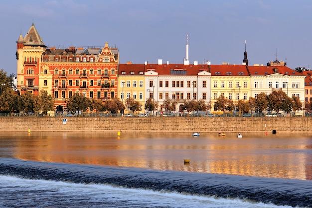 Vue sur la rivière vltava. prague. république tchèque