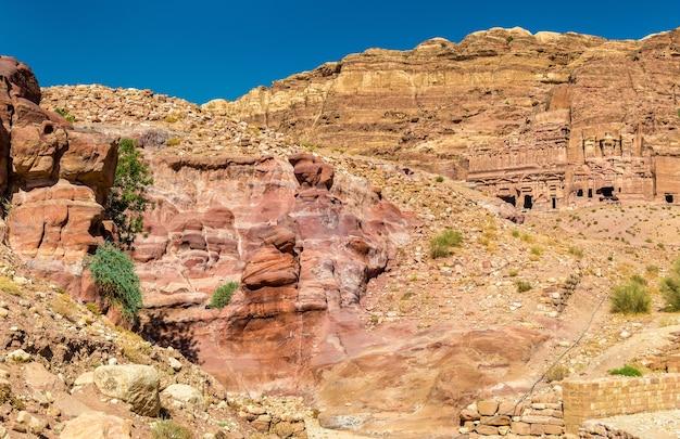 Vue sur les rochers de grès à petra - jordanie