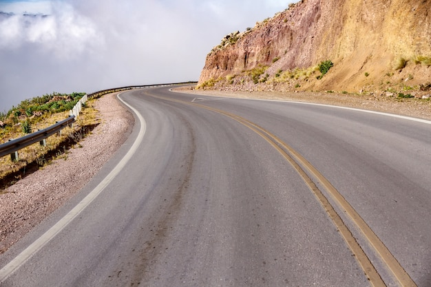 Vue sur la route et le paysage de salta, argentine
