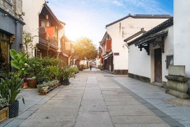 Vue de la rue ancienne de qinghefang dans la ville de hangzhou, province du zhejiang en chine