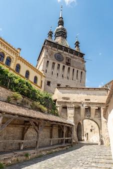 Vue de la rue à sighisoara, ville médiévale de transylvanie, roumanie