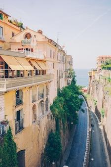 Vue de la rue à sorrente, en italie.