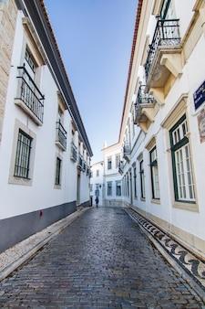 Vue des rues historiques sur la vieille ville de faro, au portugal.