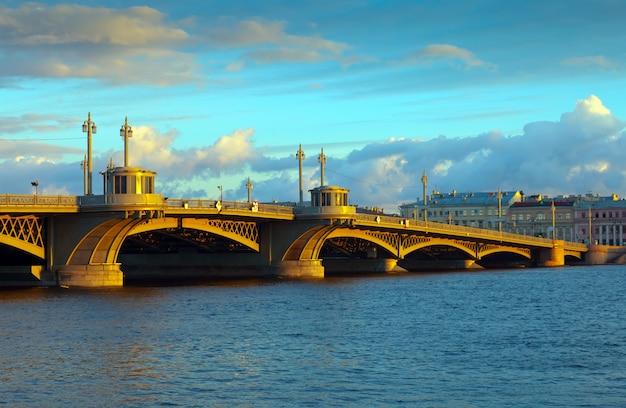 Vue de saint-pétersbourg. blagoveshchensky bridge