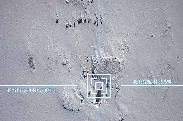 Une vue satellite sur la surface de la terre, géolocalisation, coordonnées gps.