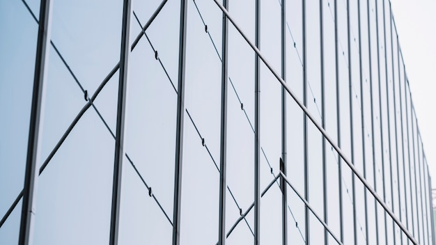 Vue sécurisée du bâtiment à faible angle