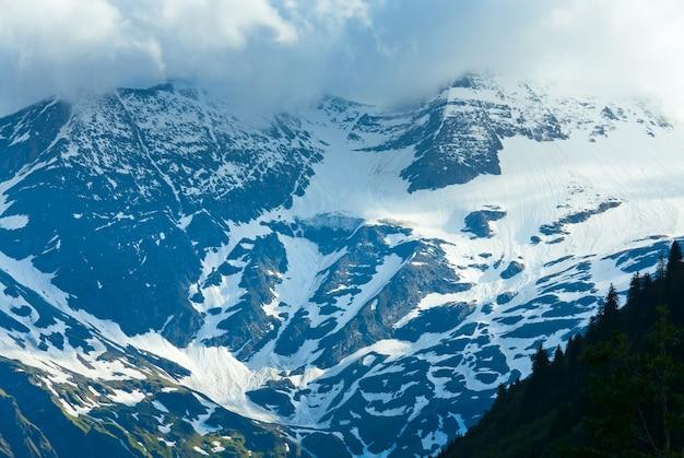 Vue sur les sommets des montagnes alpines de grossglockner high alpine road