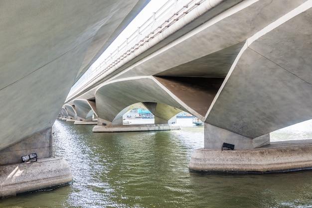 Vue sous le pont de l'esplanade, singapour