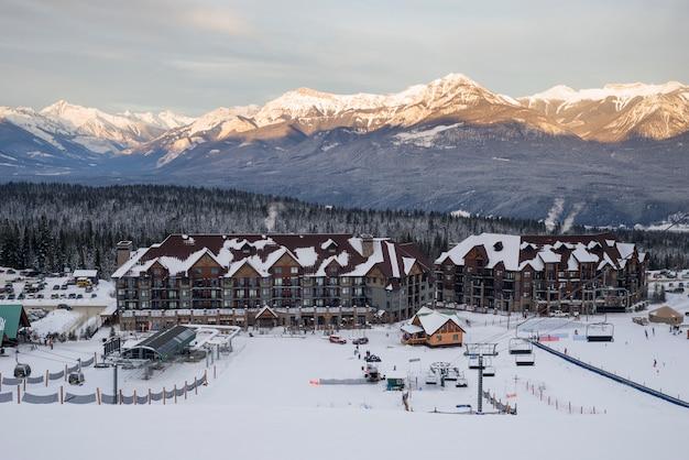 Vue d'une station de ski, kicking horse mountain resort, golden, colombie-britannique, canada