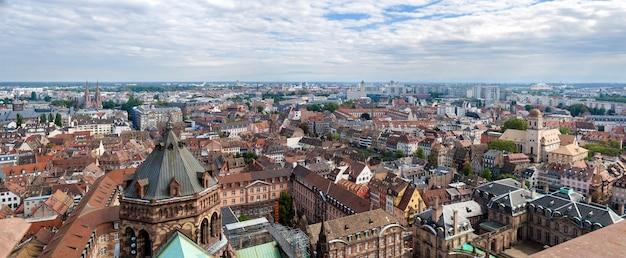 Vue de strasbourg depuis un toit de la cathédrale