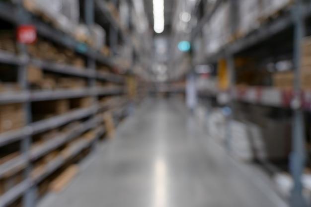 Vue de supermarché floue abstraite de l'allée du supermarché vide, défocalisé floue